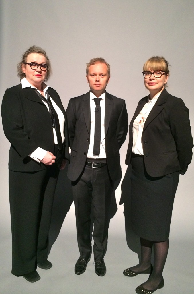 The personel: installation guides Helena Ryti and Riikka Thitz with rather serious looking Talking Head in the middle